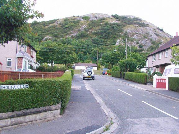 Rhodfa Craig Housing estate and Graig Fawr Hill [Taken from http://www.geograph.org.uk/photo/32199]