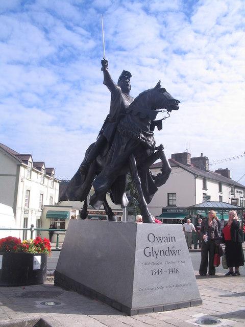 The statue of Owain Glyndwr in Corwen high street [Taken from Wikipedia]
