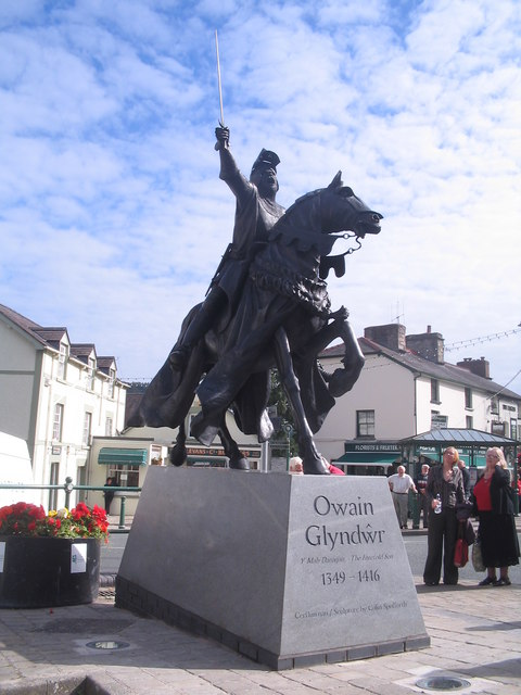 The statue of Owain Glyndwr in Corwen high street [Taken from Wikipedia]
