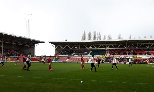 Wrexham vs Dover Ath - 9th Apr 16 (37)